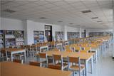 干净整洁的期刊阅览室